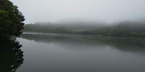 霧がかかった山辺町玉虫沼
